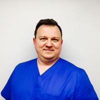 Dr Jarosław Matuszak - Stomatolog, Ekspert ds. Implantologii